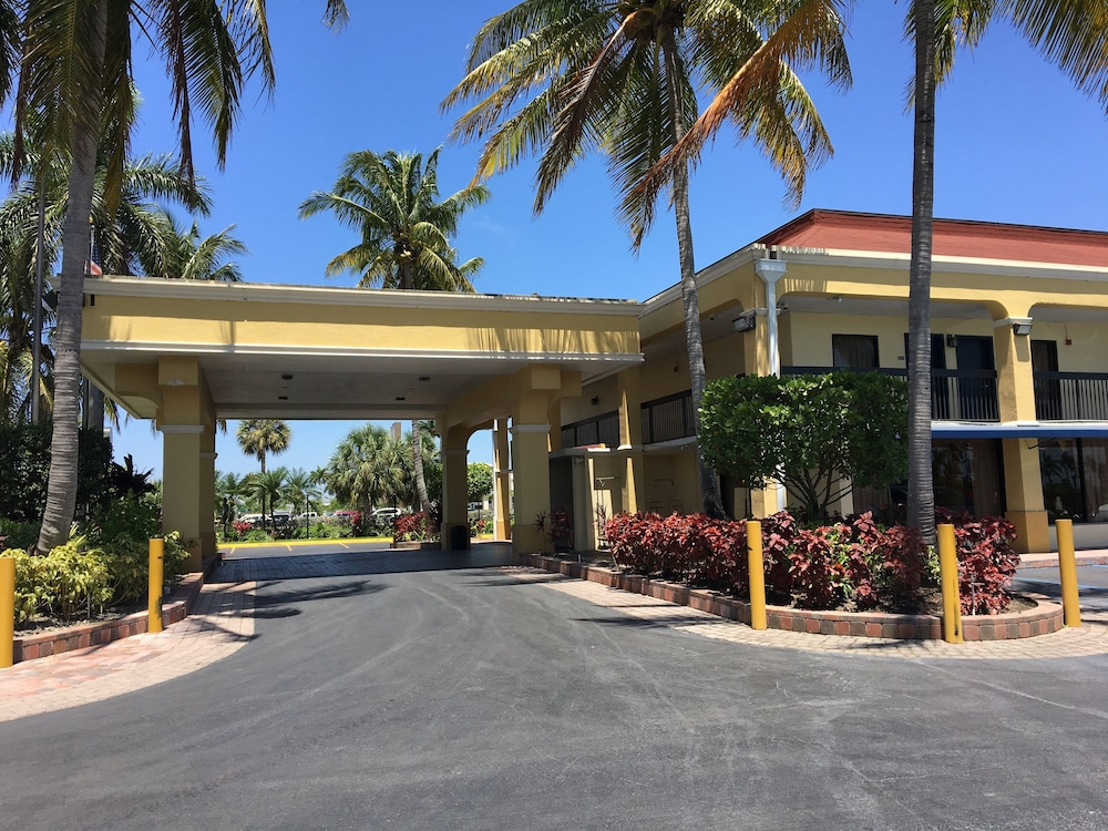 Property Entrance, Days Inn by Wyndham Florida City