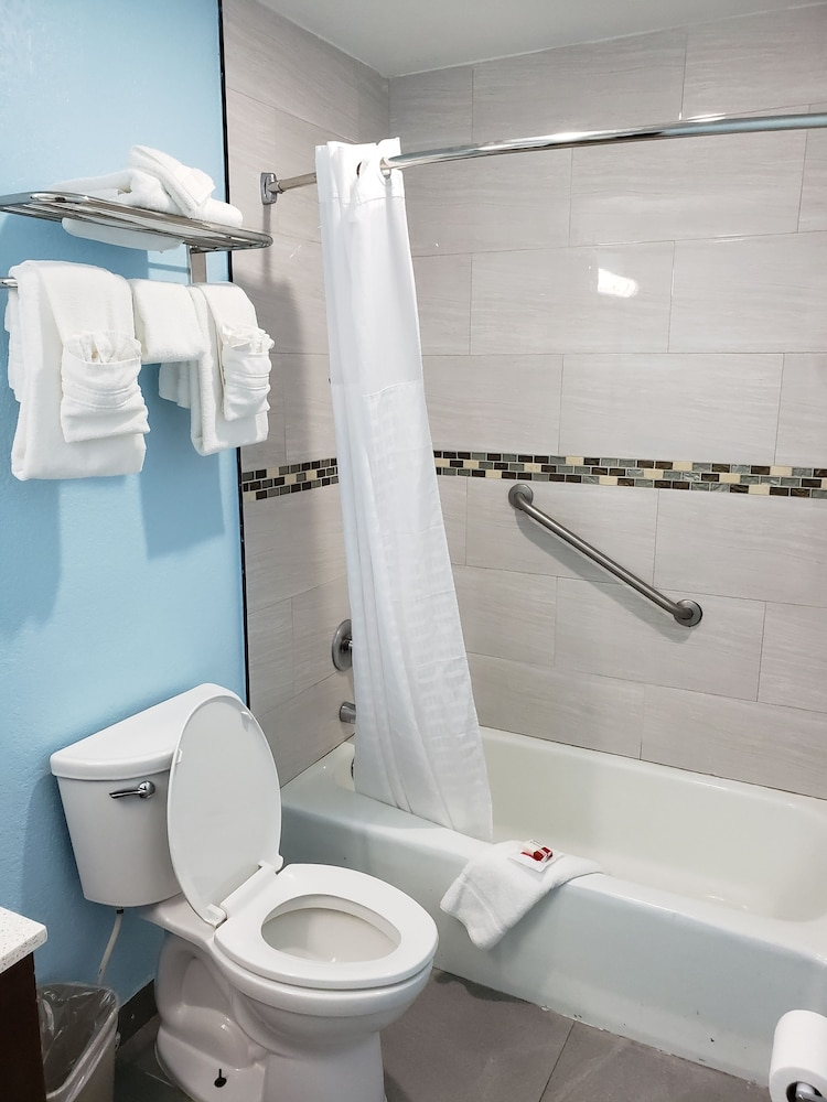 Bathroom, Days Inn by Wyndham Florida City