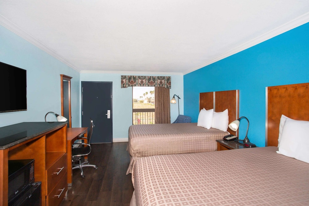 Room, Days Inn by Wyndham Florida City