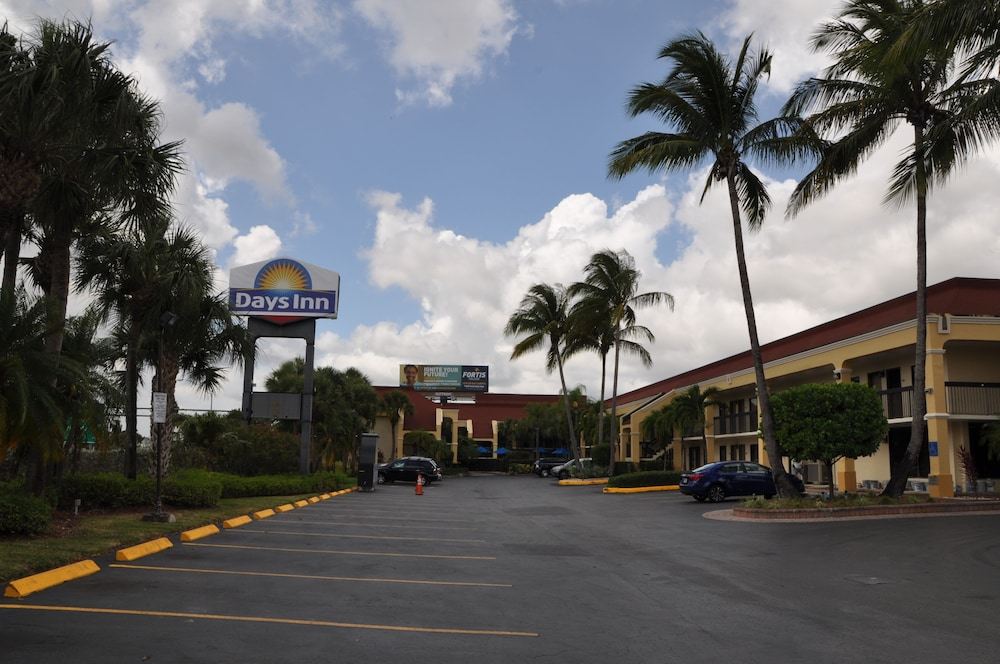 Parking, Days Inn by Wyndham Florida City