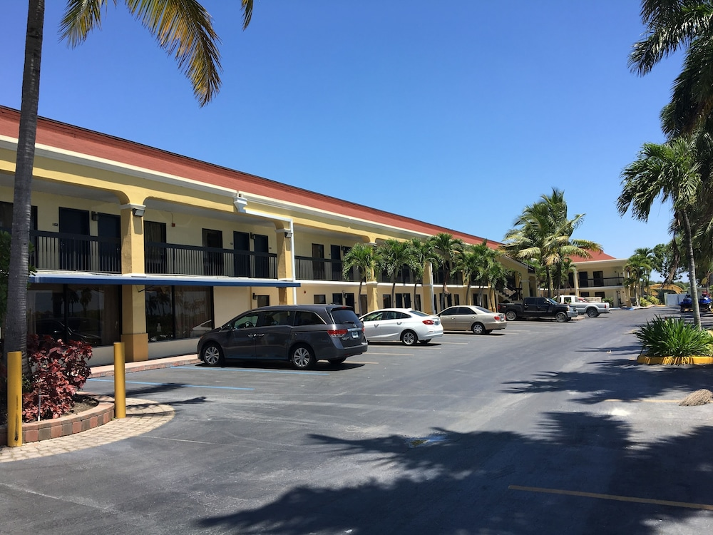 Building design, Days Inn by Wyndham Florida City