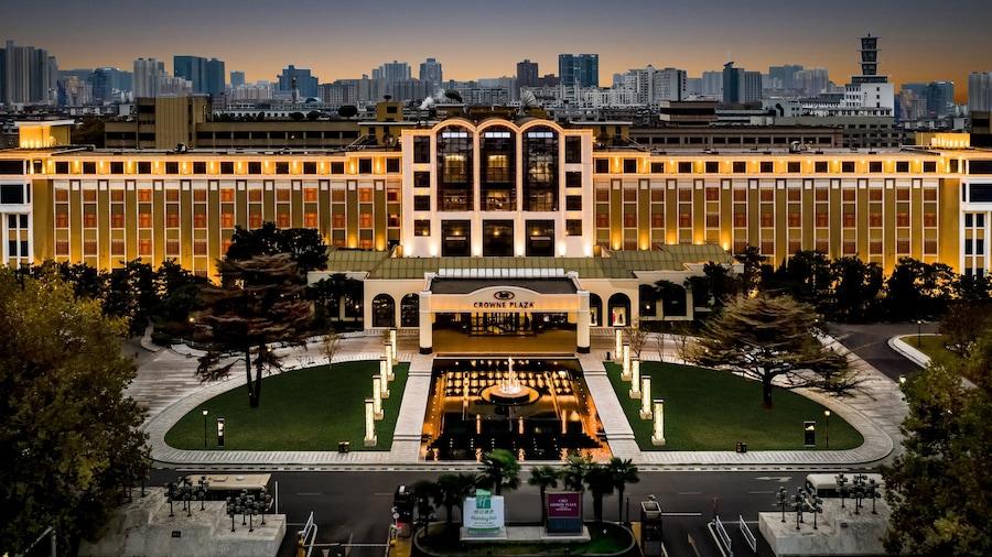 Crowne Plaza Zhengzhou, an IHG Hotel