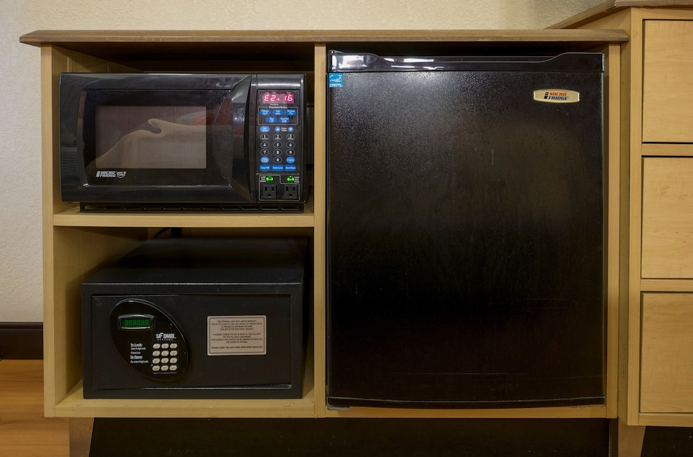 Microwave, Red Roof Inn Chicago - Downers Grove