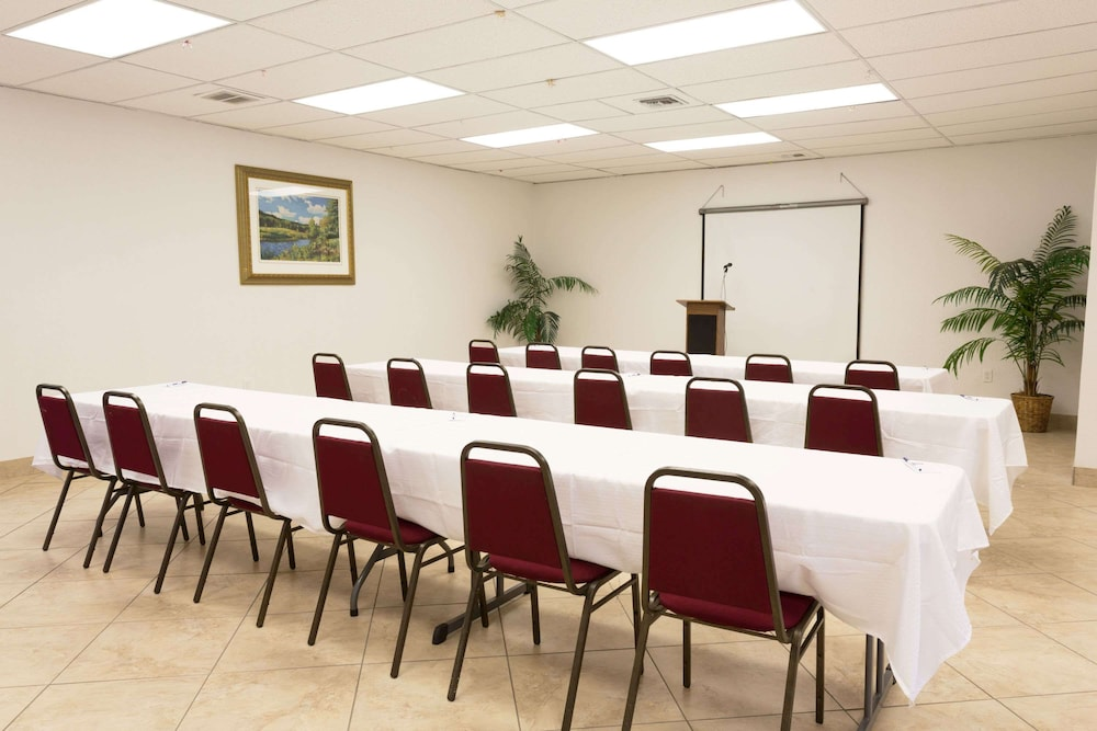 Meeting Facility, Travelodge by Wyndham Fort Myers