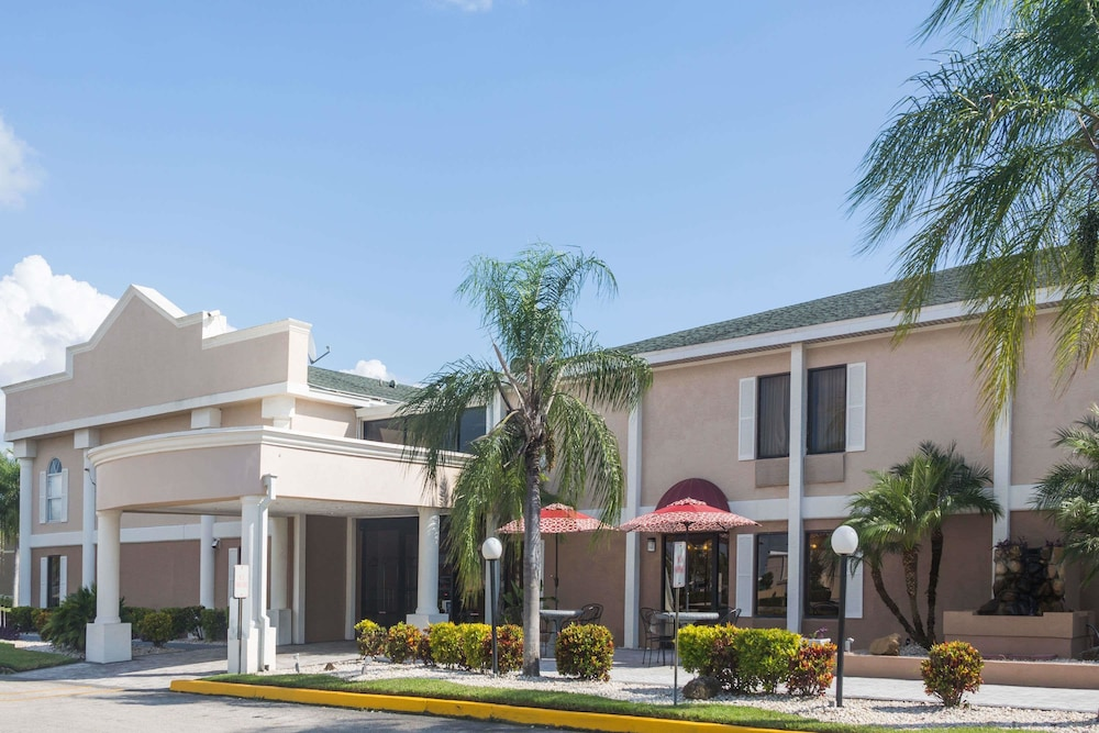 Exterior, Travelodge by Wyndham Fort Myers