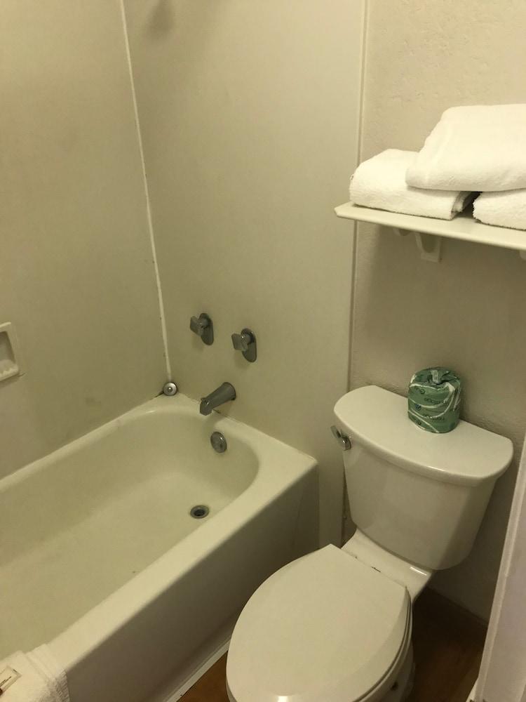Days Inn by Wyndham Sulphur West: 2018 Room Prices from $59, Deals ...