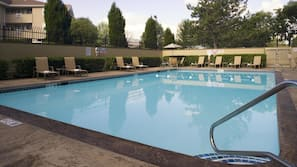 Outdoor pool, open 8 AM to 10:00 PM, sun loungers