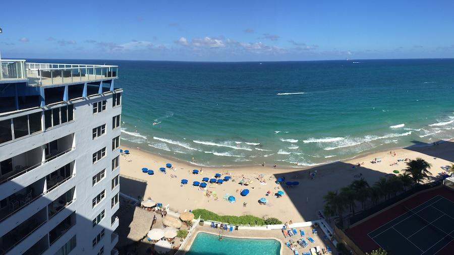 Ocean Manor Beach Hotel