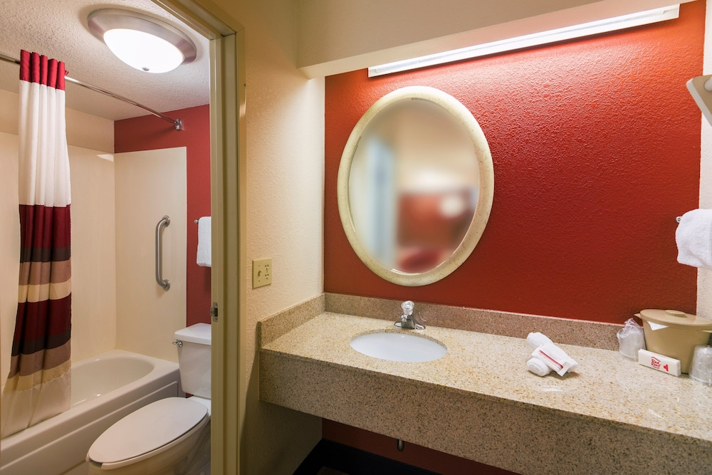 Bathroom, Red Roof Inn Rockford