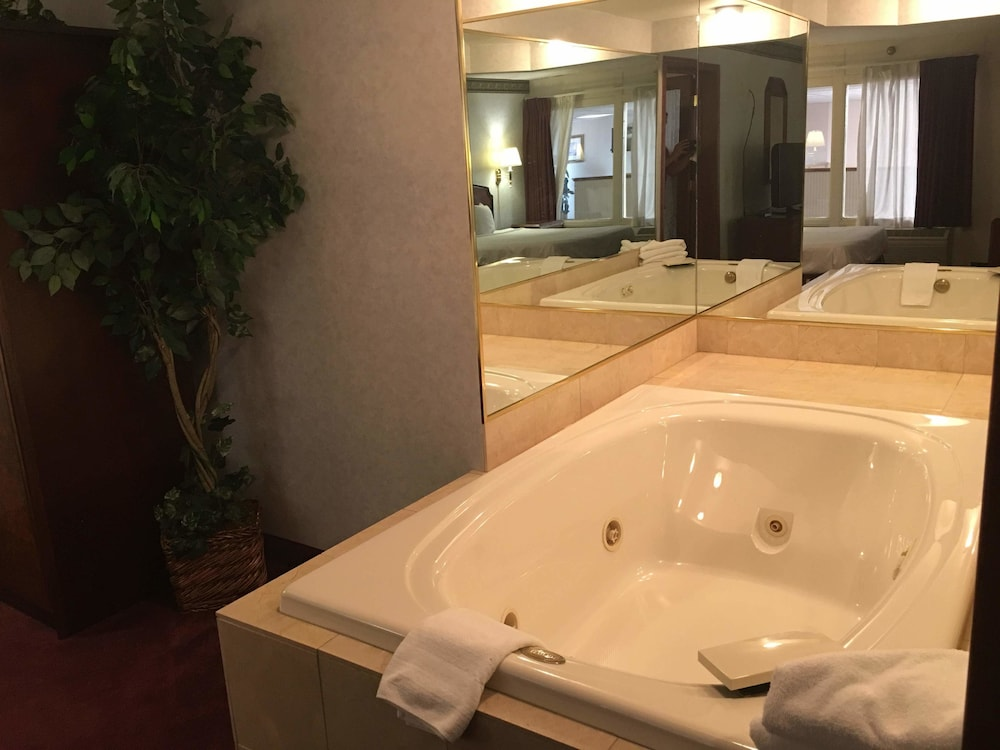 Jetted Tub, Plaza Hotel And Suites