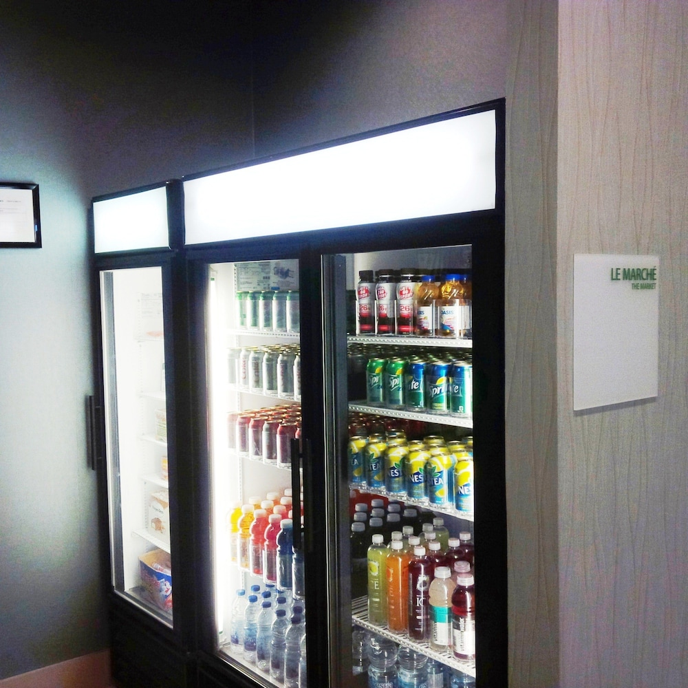 Vending Machine, Holiday Inn & Suites Pointe-Claire Montreal Airport