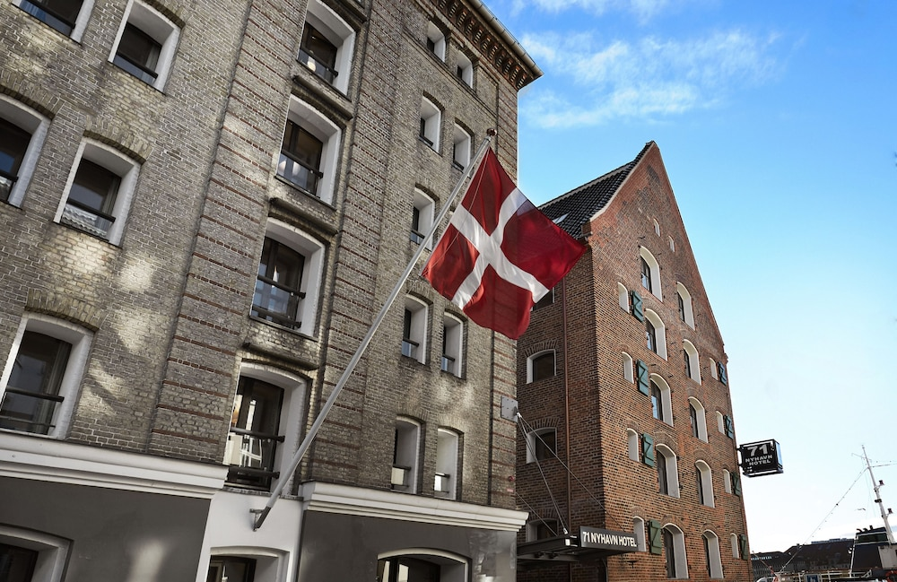 Front of Property, 71 Nyhavn Hotel