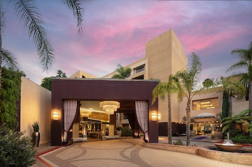 Avenue of the Arts Costa Mesa, a Tribute Portfolio Hotel