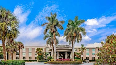 La Quinta Inn & Suites by Wyndham Naples Downtown