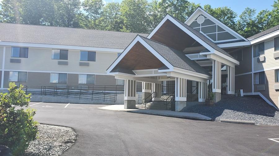 Comfort Inn & Suites at Maplewood