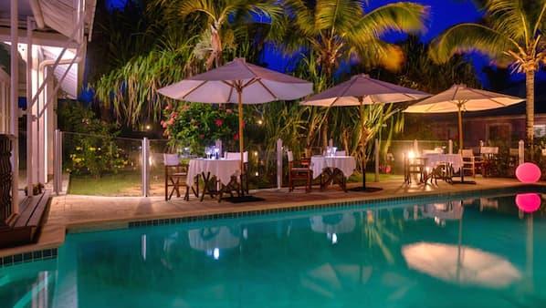 15 outdoor pools, pool umbrellas, sun loungers