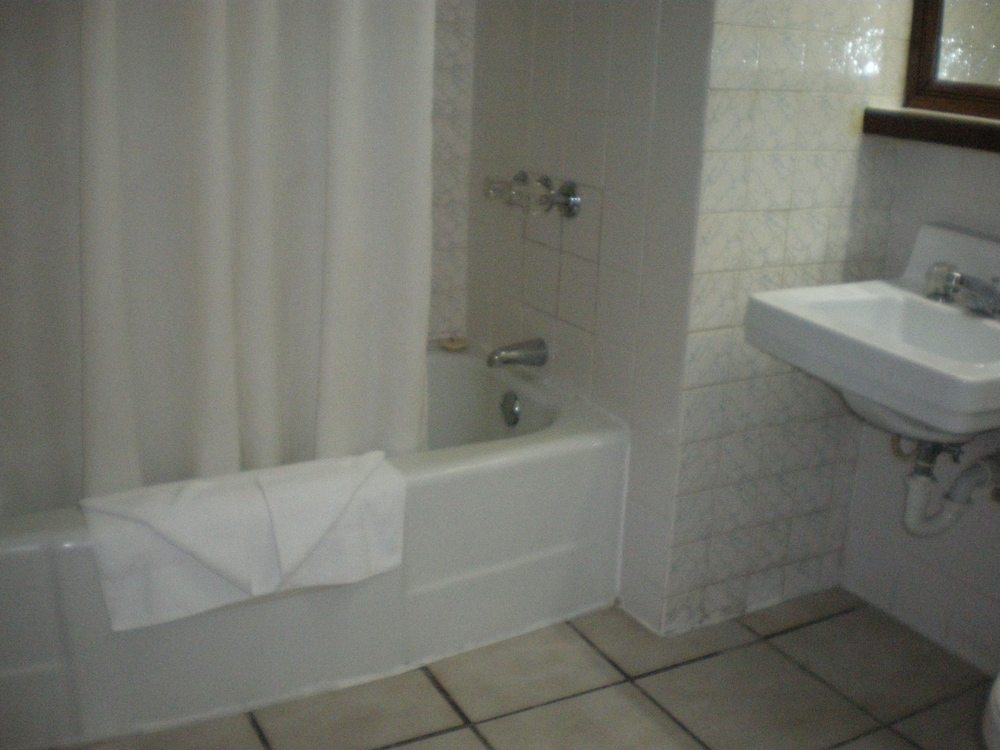 Bathroom, Shaw Park Beach Hotel & Spa