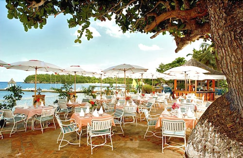 Outdoor Dining, Shaw Park Beach Hotel & Spa