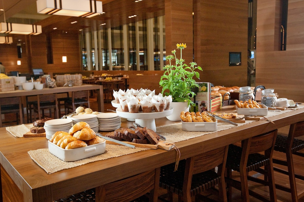 Breakfast buffet, Hyatt Regency Atlanta Downtown