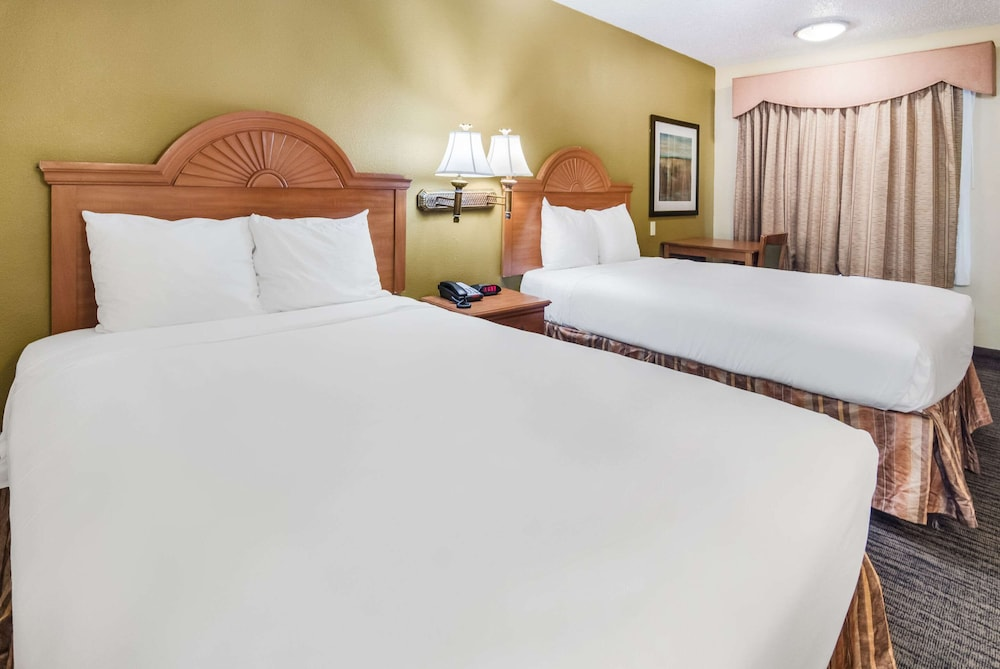 Room, Quality Inn & Suites Dallas-Cityplace