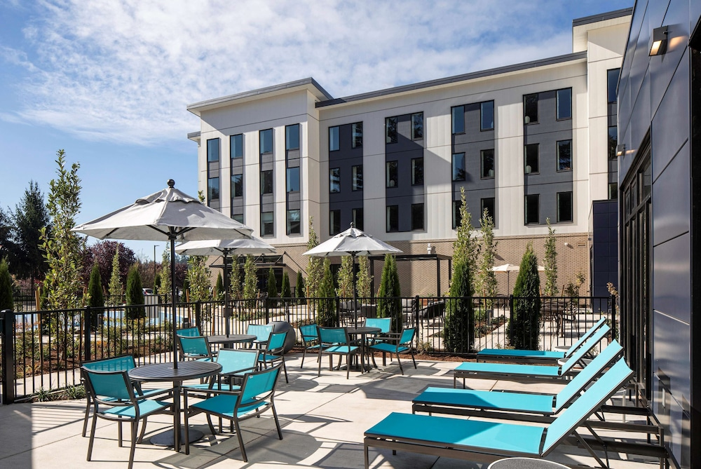 Terrace/Patio, Hilton Garden Inn Wilsonville