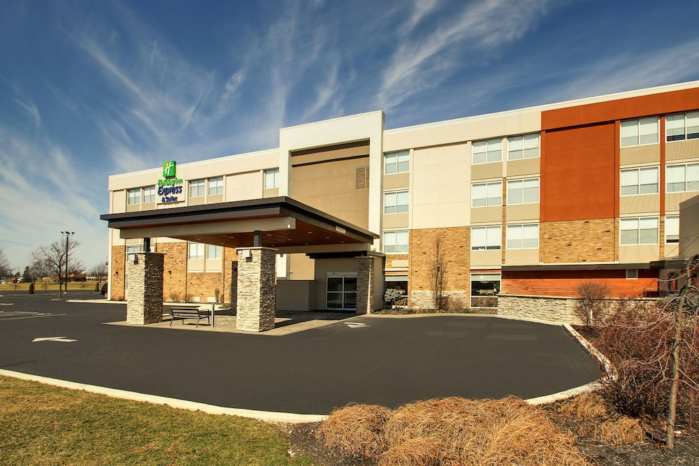 Front of Property, Holiday Inn Express & Suites Wapakoneta