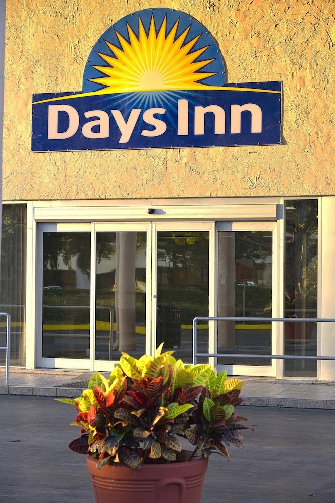Days Inn By Wyndham Miami International Airport In Miami