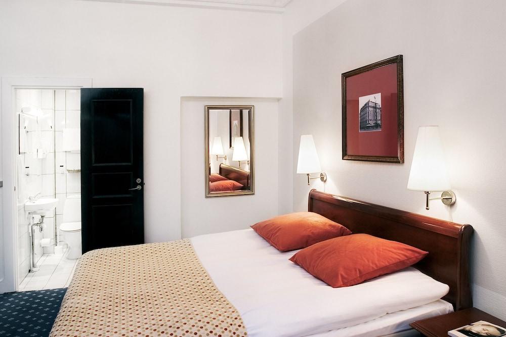 Grand hotel in copenhagen hotel rates reviews on orbitz for Cabin hotel copenhagen