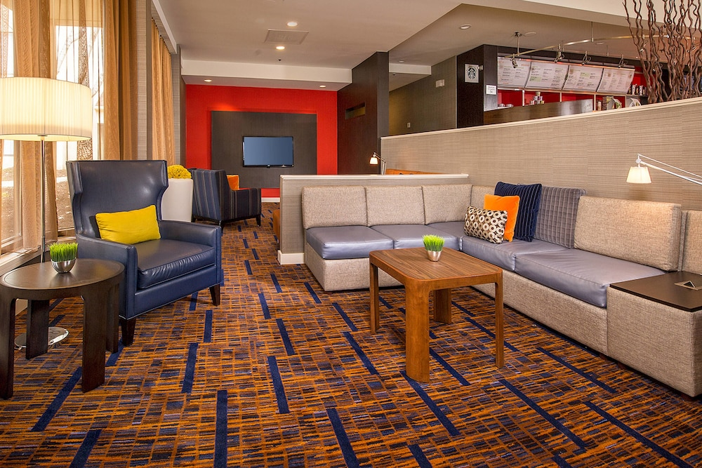 Lobby, Courtyard by Marriott Baltimore Hunt Valley