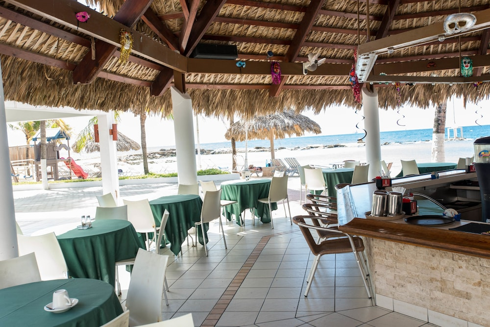 Poolside Bar, Holiday-beach Resort and Casino Curacao