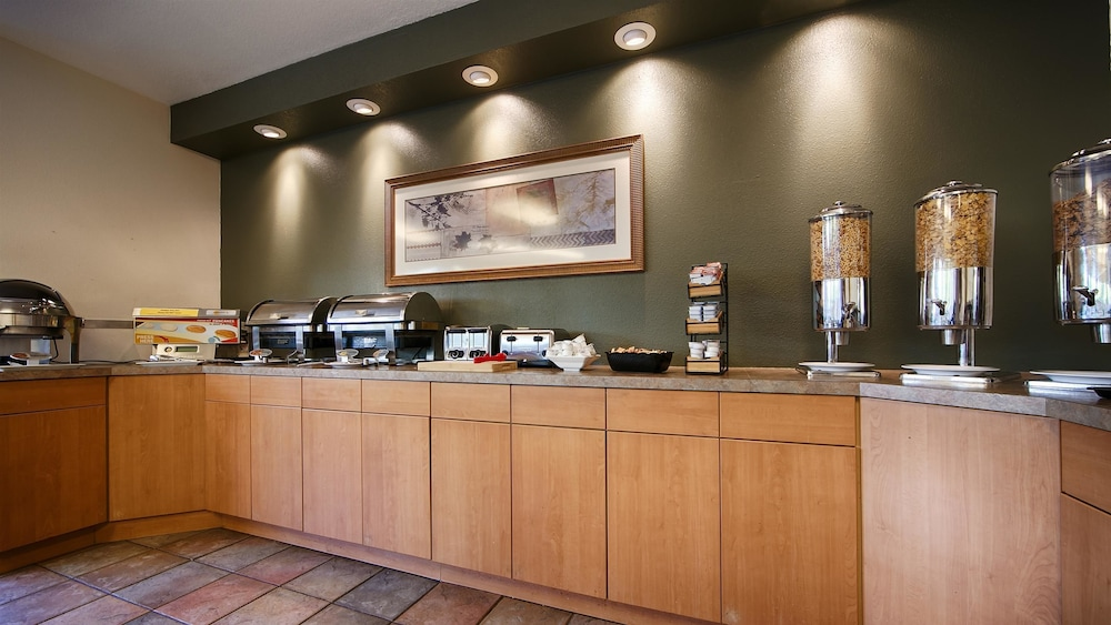 Breakfast Area, Best Western Inn At The Meadows