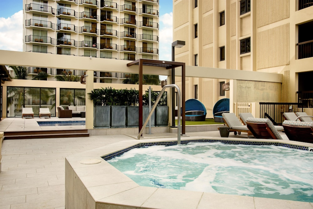 Outdoor Spa Tub, Aston Waikiki Beach Tower