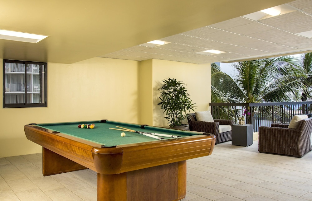 Billiards, Aston Waikiki Beach Tower