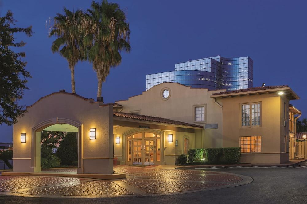 La quinta inn new orleans causeway metairie usa expedia for Hotels near mercedes benz superdome