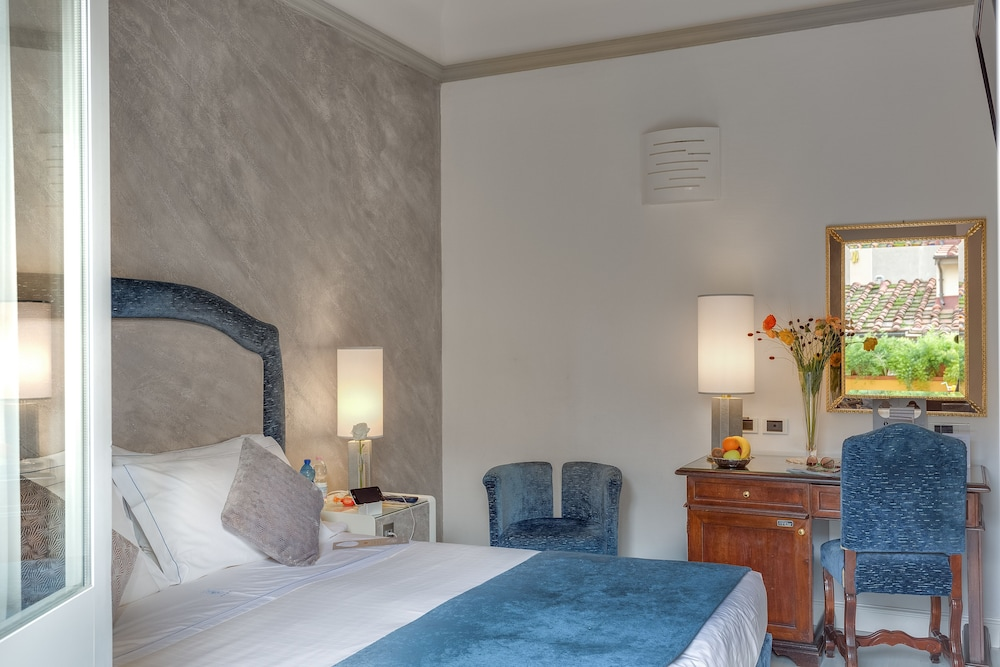 Rivoli boutique hotel in florence hotel rates reviews for Boutique hotel florence