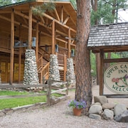 Upper Canyon Inn & Cabins