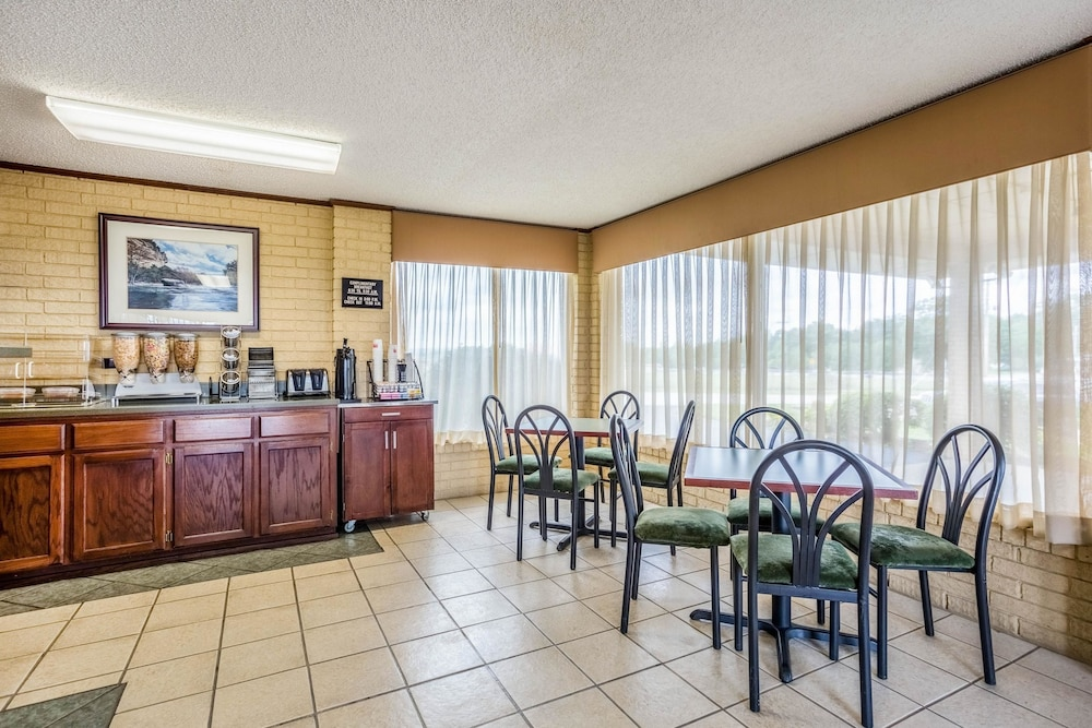 Breakfast Area, Econo Lodge Batesville