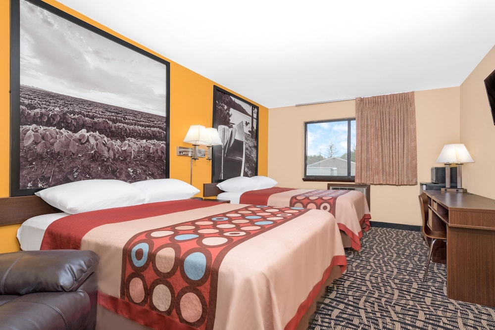 Room, Super 8 by Wyndham Rochester Mayo Clinic Area