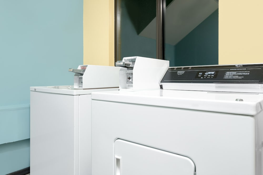 Laundry Room, Super 8 by Wyndham Rochester Mayo Clinic Area