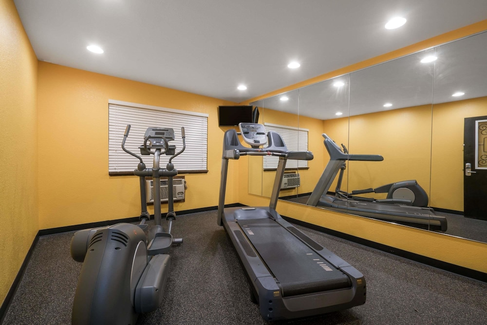 Fitness Facility, Super 8 by Wyndham Rochester Mayo Clinic Area