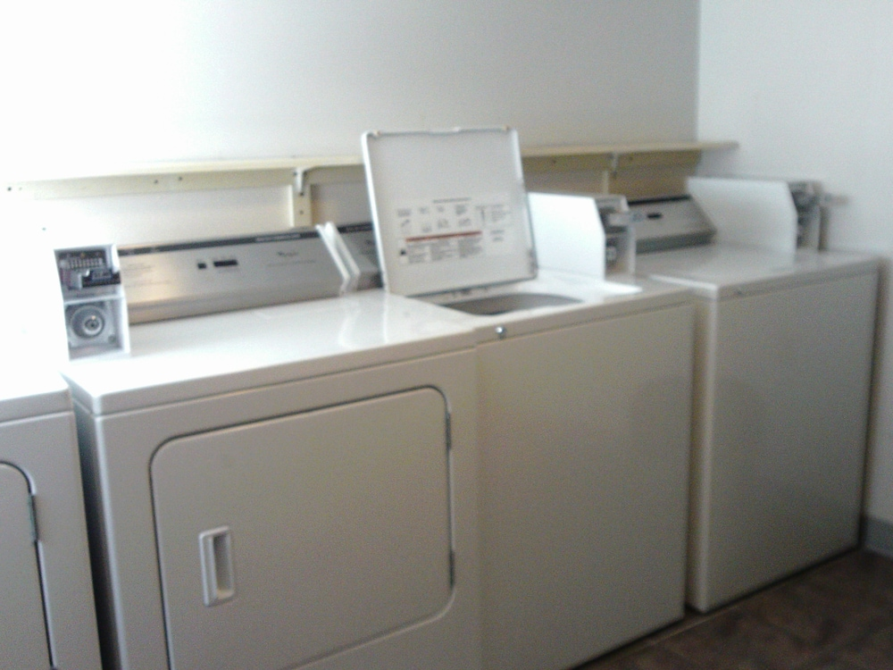 Laundry Room, 5th Avenue Inn and Suites