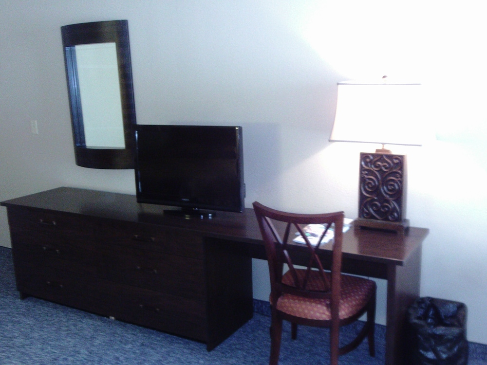 Living Area, 5th Avenue Inn and Suites