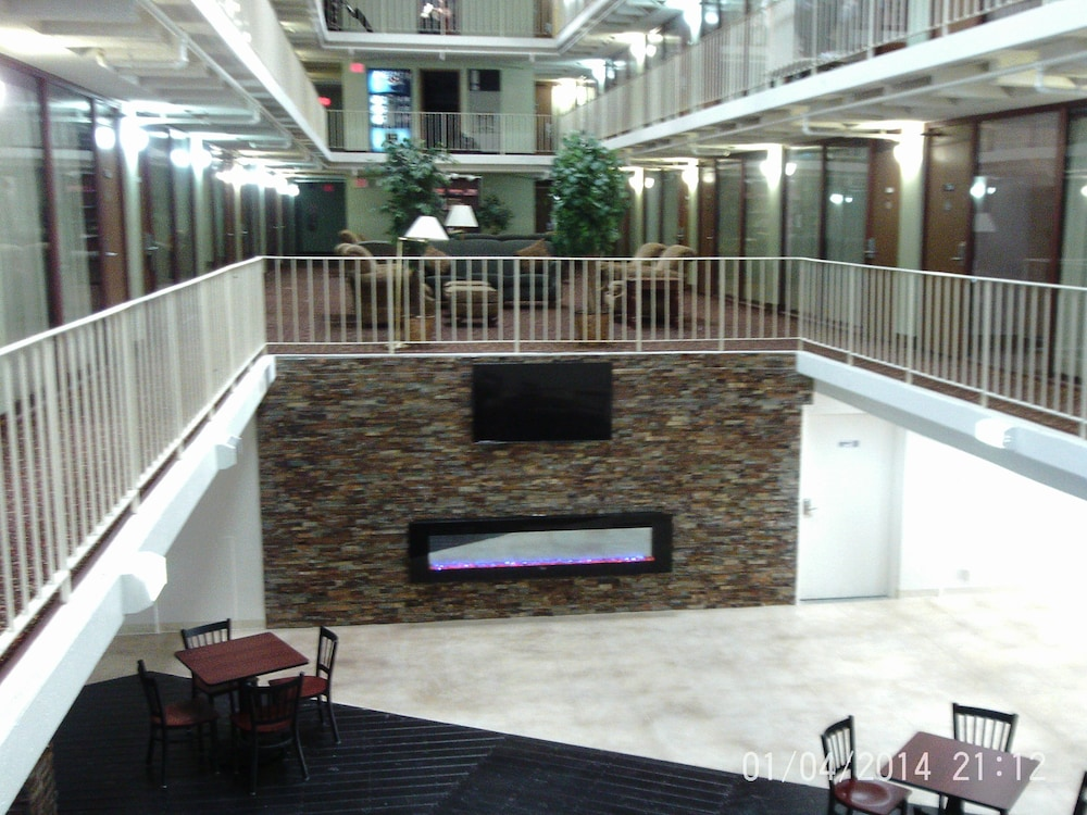 Lobby Sitting Area, 5th Avenue Inn and Suites