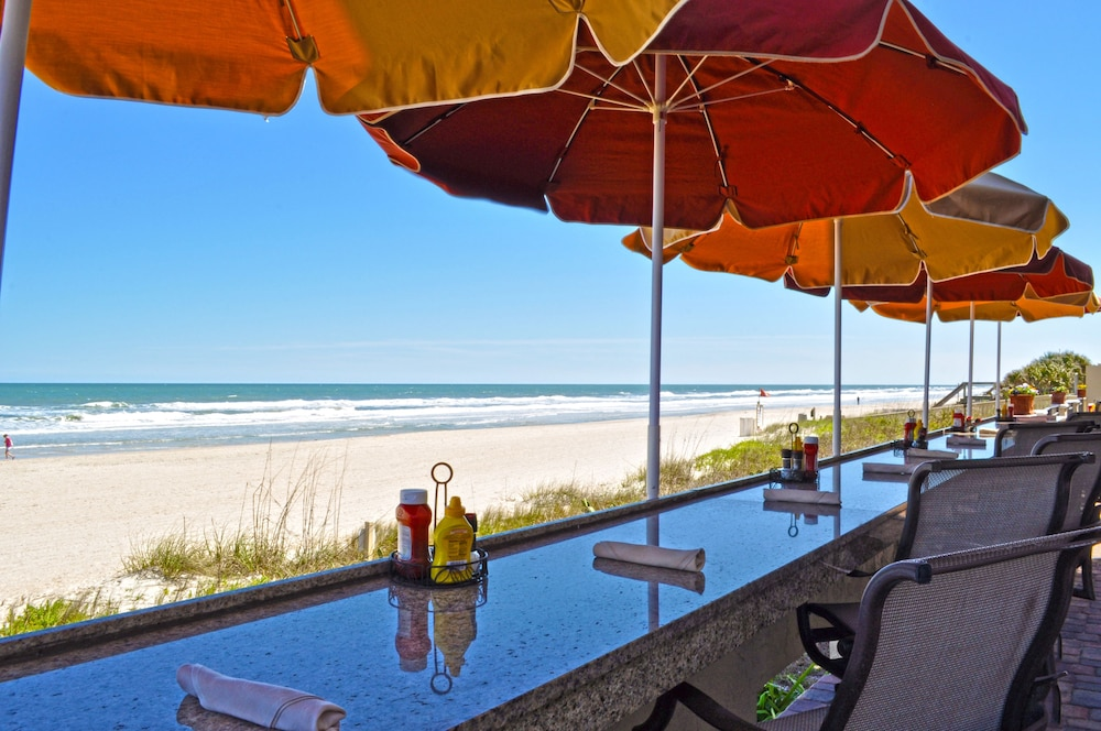Outdoor Dining, The Lodge and Club at Ponte Vedra Beach