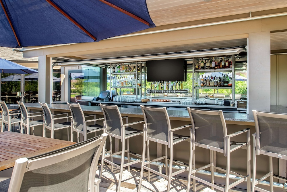 Bar, DoubleTree by Hilton Hotel Missoula - Edgewater
