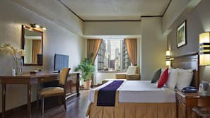 房內夾萬、書桌、手提電腦工作空間、免費 Wi-Fi
