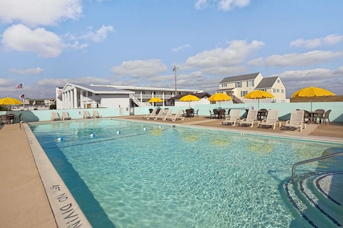 Days Inn by Wyndham Kill Devil Hills Oceanfront - Wilbur