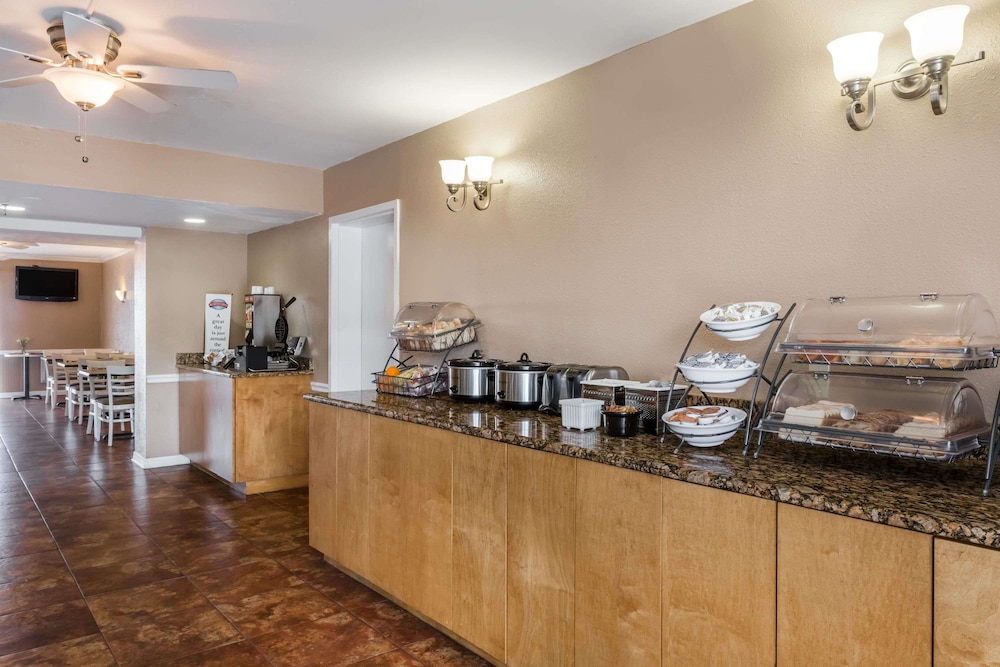 Breakfast Area, Baymont by Wyndham Sarasota