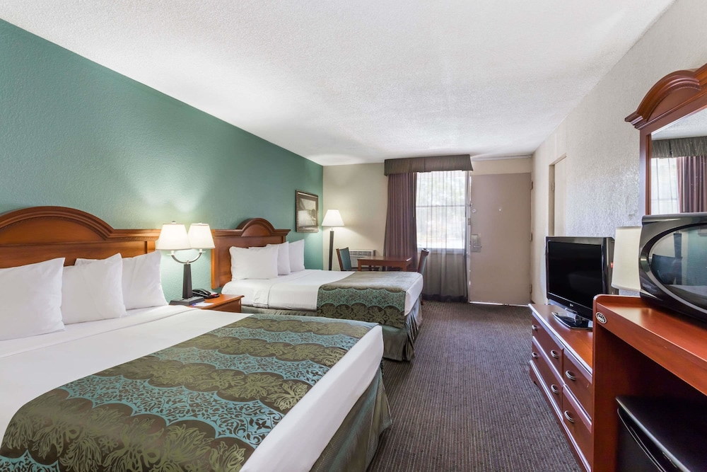 Room, Baymont by Wyndham Sarasota