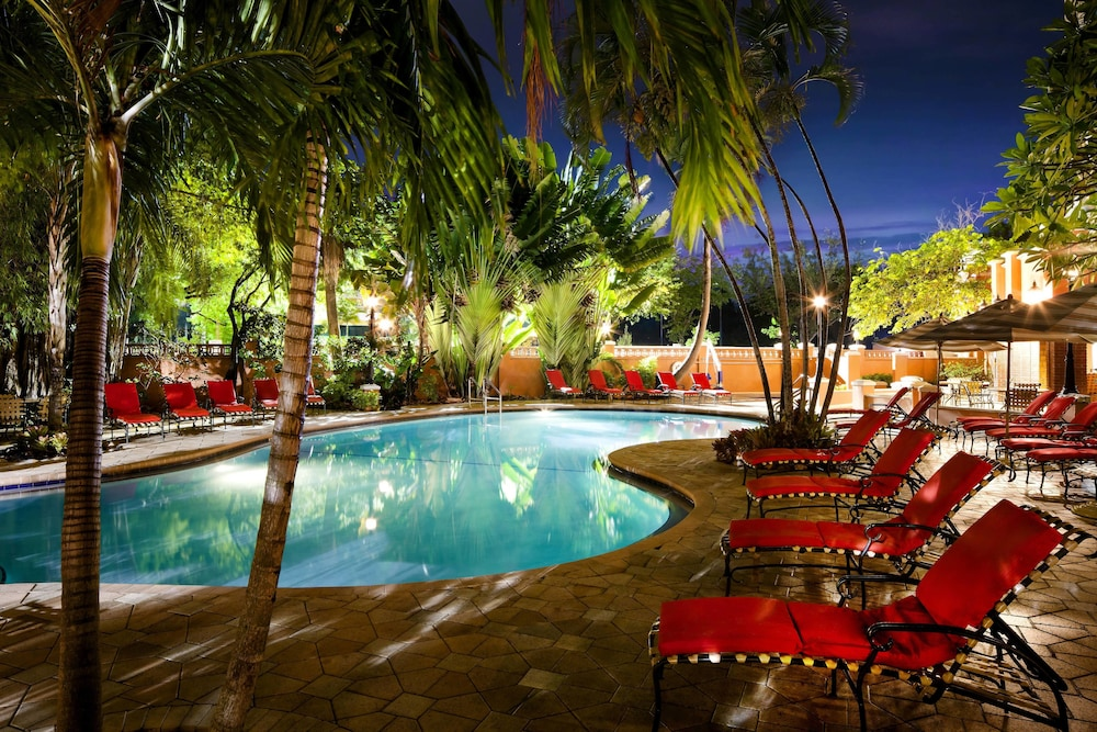 Outdoor Pool, Sheraton Suites Fort Lauderdale at Cypress Creek
